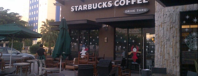Starbucks is one of adriana'nın Kaydettiği Mekanlar.