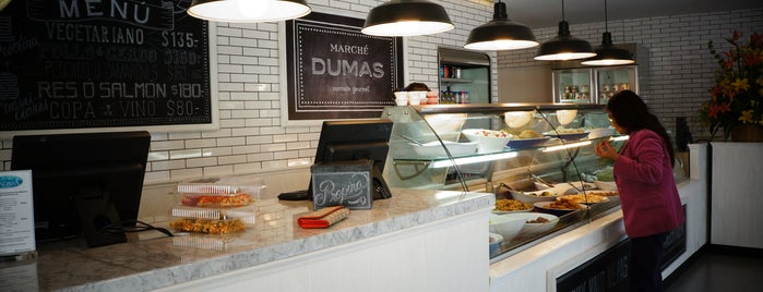 Marché Dumas is one of Postres.
