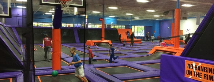 Altitude Trampoline Park is one of Lydiaさんの保存済みスポット.