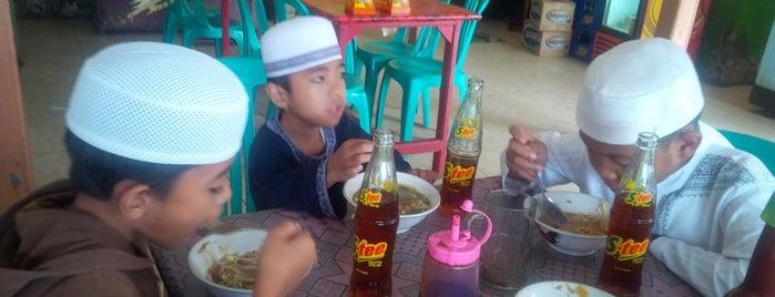 Rumah Makan Trio Indah is one of Favorite Food.