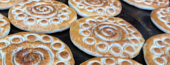 Tafazoli Fuman Traditional Cookies | کلوچه سنتی فومن - تفضلی is one of Lugares favoritos de H.