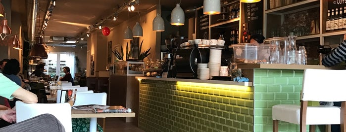 Barista Cafe is one of Posti che sono piaciuti a Hayo.