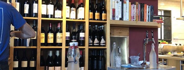 Camp 4 Wine Café is one of Orte, die Julianne gefallen.
