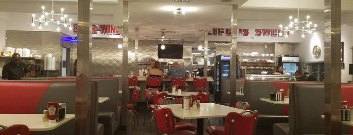 Lester's Diner is one of Roxie 님이 좋아한 장소.