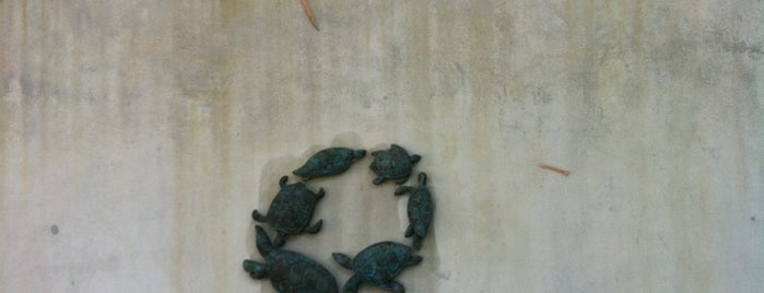 Turtle Village On Mai Khao Beach is one of Arieさんのお気に入りスポット.