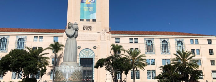 San Diego County Administration Building is one of Joelle'nin Beğendiği Mekanlar.