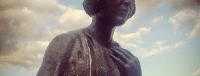 Памятник Марине Цветаевой is one of Posti che sono piaciuti a Larisa.
