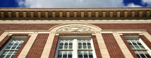 McFarlin Auditorium is one of Danny'ın Kaydettiği Mekanlar.