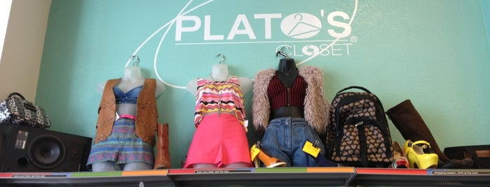 Plato's Closet San Mateo is one of Locais curtidos por Roy.