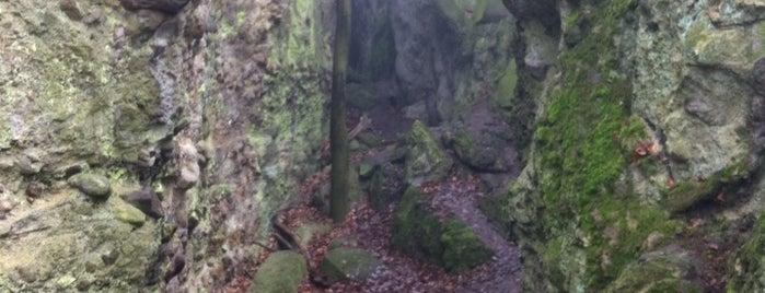Vasas-szakadék is one of Budai hegység/Pilis.