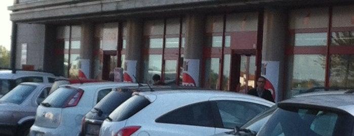 Ali Supermercato is one of สถานที่ที่ Andrea ถูกใจ.