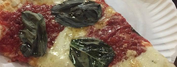 Bear Mountain Pizza is one of Novi 님이 좋아한 장소.