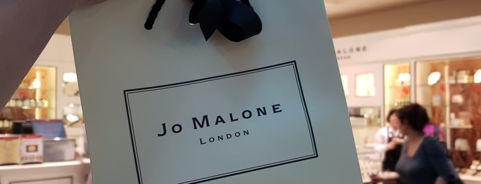 Jo Malone is one of Locais curtidos por Runes.