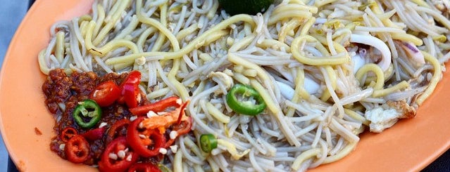 Singapore Fried Hokkien Mee is one of Micheenli Guide: Best of Singapore Hawker Food.