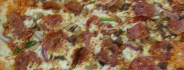 Pizza Hut is one of สถานที่ที่ René ถูกใจ.