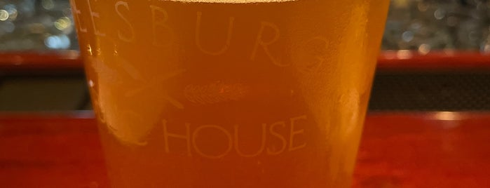Leesburg Public House is one of Date Spots.