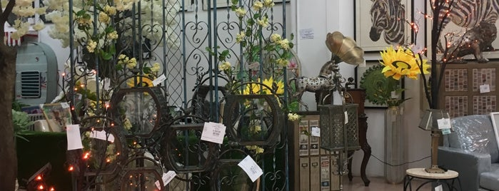 Galerías El Triunfo is one of Ricardo 님이 좋아한 장소.