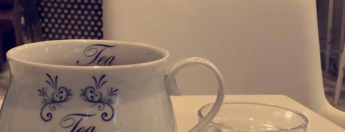 Blümen Cafe is one of Queenさんの保存済みスポット.