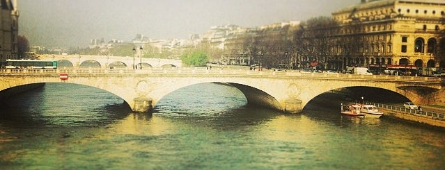 Pont Notre-Dame is one of Lugares que fui.