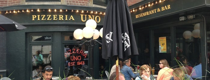Uno Pizzeria & Grill - Chicago is one of Tempat yang Disimpan Ana.
