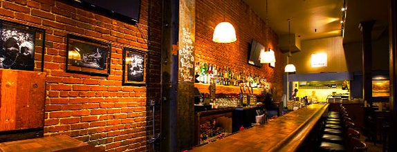 Louie's Bar is one of Lugares favoritos de Joe.