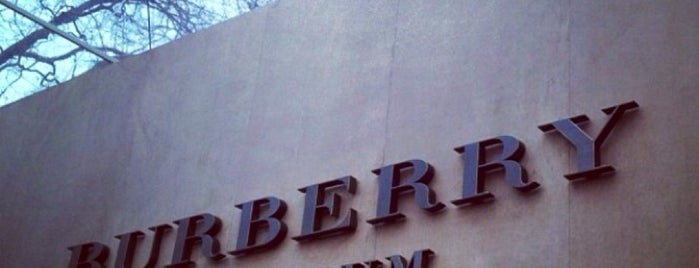 Burberry is one of Locais salvos de Aleksander.