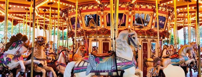 Cinderella Carousel is one of สถานที่ที่ Shank ถูกใจ.