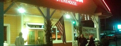 Outback Steakhouse is one of Vicktoriaさんのお気に入りスポット.