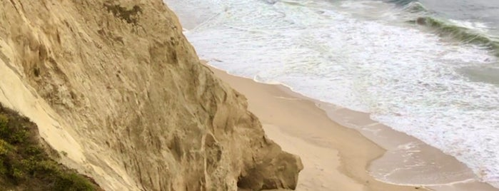 Minwoo's Cliff is one of HWY1: SF to Davenport.