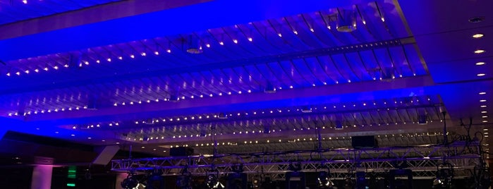 Frankfurt Old Opera House is one of Alemanha.