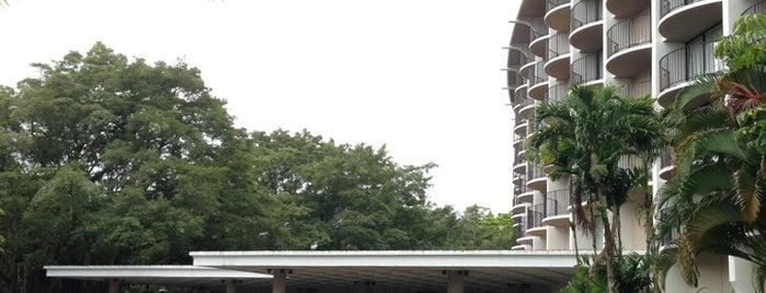 Hilo Seaside Hotel is one of Orte, die F gefallen.