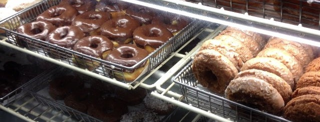 Old Fashioned Donuts is one of Posti salvati di Nikkia J.