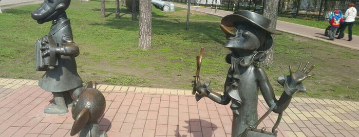 Скульптуры Чебурашка, Крокодил Гена и Шапокляк is one of Ksu 님이 저장한 장소.