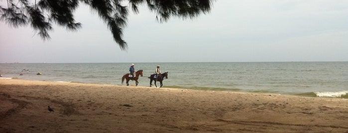 Cha-am Beach is one of Yodpha : понравившиеся места.
