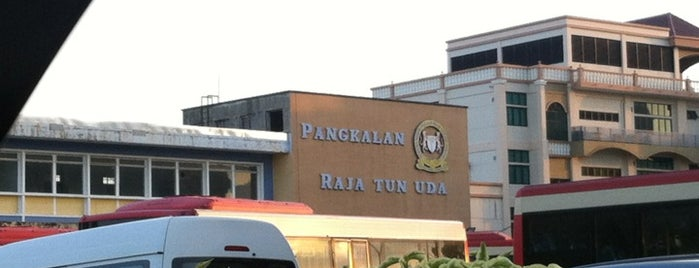Pengkalan Weld Bus Terminal is one of Lieux qui ont plu à See Lok.