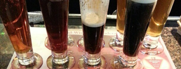 BJ's Restaurant & Brewhouse is one of Thousand Oaks/Moorpark/Simi Valley dinner & drinks.