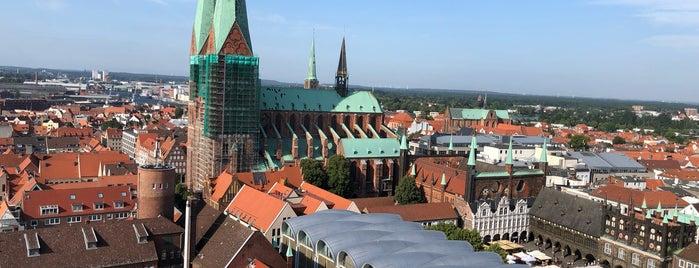 Petrikirche - Turm is one of Lieux qui ont plu à János.