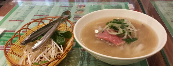 Phở Tái 越南牛肉粉專門店 is one of Lugares favoritos de Henry.