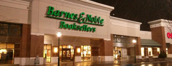 Barnes & Noble is one of Locais curtidos por Ivy.
