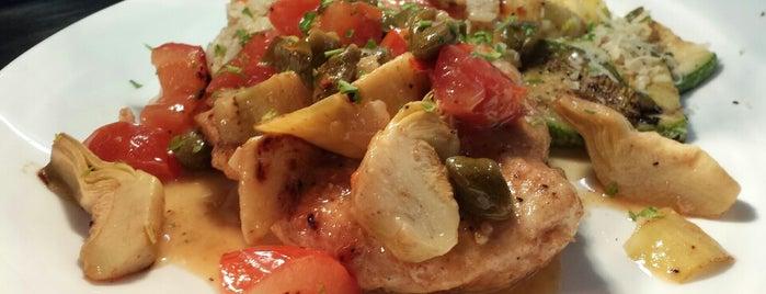 La Sirena Restaurant, Lounge and Sports Bar is one of Posti che sono piaciuti a Martina.