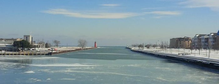 Downtown Kenosha is one of Locais curtidos por George.