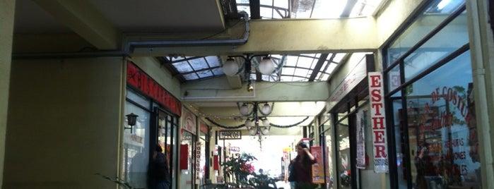 Galeria La Pergola is one of Providencia.