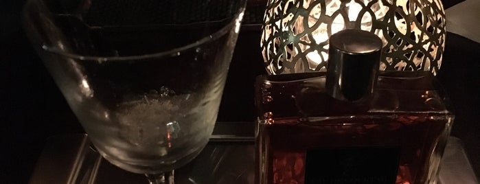 Hemingway Bar is one of Dmitry 님이 좋아한 장소.