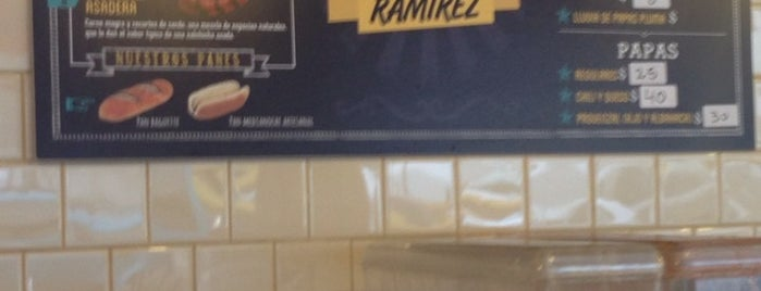 Hot Dog Ramírez is one of Comer Comer.