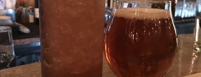 Nosh & Booze is one of Paul : понравившиеся места.