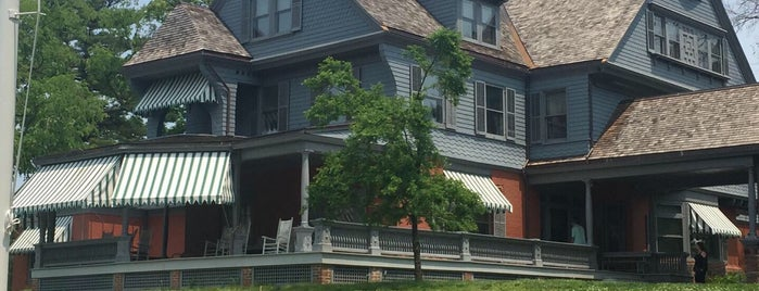 Sagamore Hill House is one of Orte, die Andy gefallen.