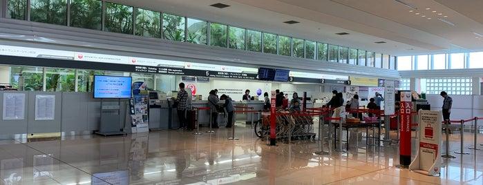 新石垣空港 JTAチェックインカウンター is one of Locais curtidos por 西院.