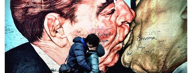 East Side Gallery is one of Must Do: Berlin.