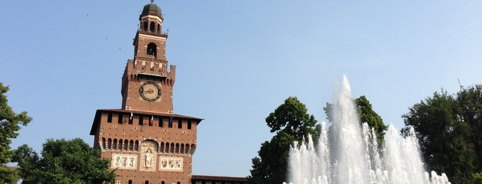 Sforzesco Şatosu is one of Italia to-do🇮🇹🍝🍕.
