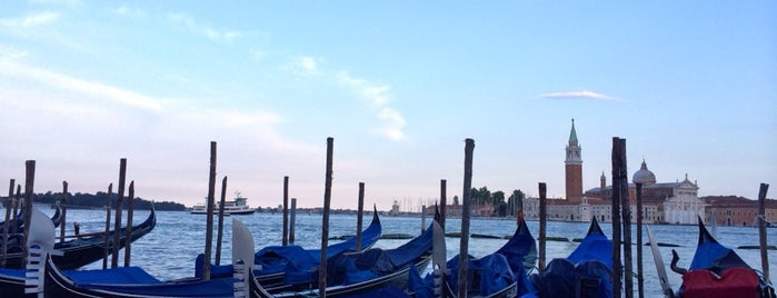 Gondola is one of Venedig.